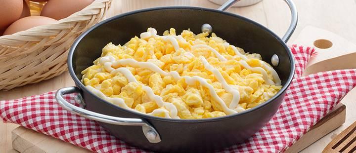 cara membuat telur orak-arik mayo, telur orak-arik mayo, aneka masakan telur, makanan untuk bekal si kecil